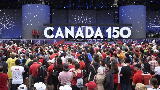 Thousands gather at Parliament Hill for Canada 150