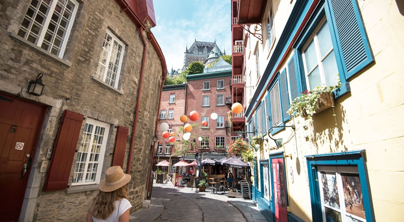 Explore the narrow, historic streets of Old Québec (Jeff Frenette Photography)