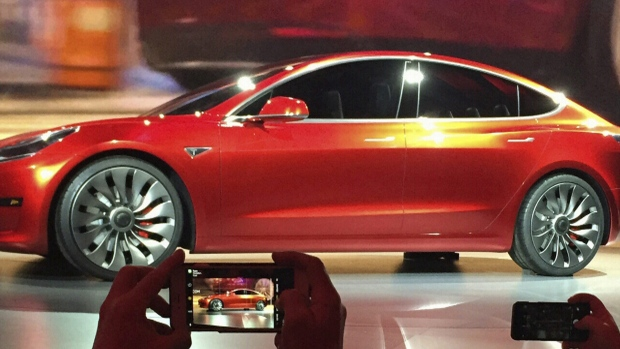 Tesla files lawsuit against Ont. government over electric vehicle rebate cancellation