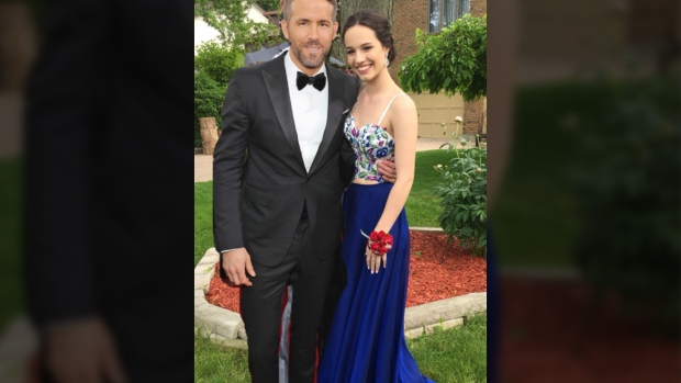 Ryan Reynolds approves of teen's prom photo-editing revenge