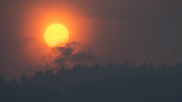 Smoke is seen rising in front of the sun as a wild fire burns near Little Fort, B.C. on Tuesday, July 11, 2017. (Jonathan Hayward / THE CANADIAN PRESS)