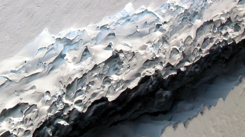 Rift across the Larsen C ice shelf in Nov. 2016