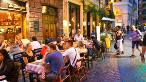 Drinking alcohol on the streets of Rome after dark is banned this summer. (YinYang / Istock.com)