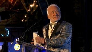 Buzz Aldrin hosts fundraiser in Florida