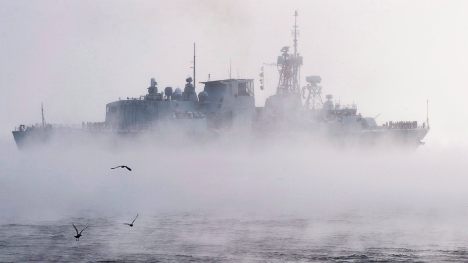 HMCS St. John's leaving Halifax on Jan. 9, 2017. (Andrew Vaughan / THE CANADIAN PRESS)