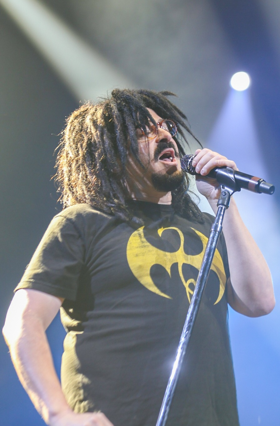 Counting Crows frontman Adam Duritz belts out a ballet at Vancouver's Rogers Arena on July 16, 2017. (Kenny Tai)