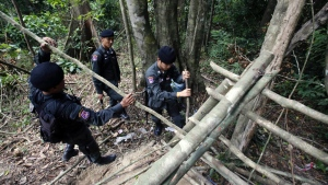 Border patrol police officers dismantle an abandoned migrant camp on Khao Kaew mountain near the Thai-Malaysian border in Padang Besar, Songkhla province, southern Thailand on May 5, 2015. (AP / Sakchai Lalit)