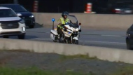 A Sureté du Quebec motorcycle officer chases a driver who committed an infraction (July 20, 2017)