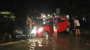 People try to move the cars from a flooded coastal road after an earthquake on the Greek island of Kos early Friday, July 21, 2017. A powerful earthquake struck Greek islands and Turkey's Aegean coast early Friday morning, damaging buildings and a port and killing people, authorities said. (Kostoday.gr via AP)