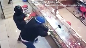 Jewelry thieves' heist goes terribly wrongJewelry