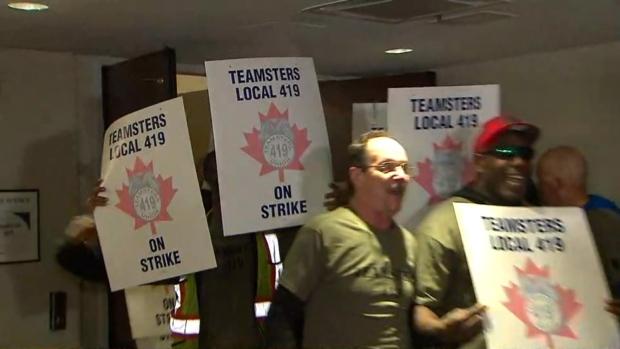 pearson, baggage handlers, strike