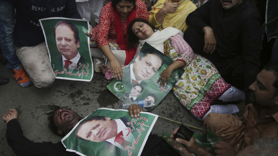 Supporters of the Pakistani ruling party Muslim League headed by Nawaz Sharif in Lahore, Pakistan, on July 28, 2017. (K.M. Chaudary / AP)