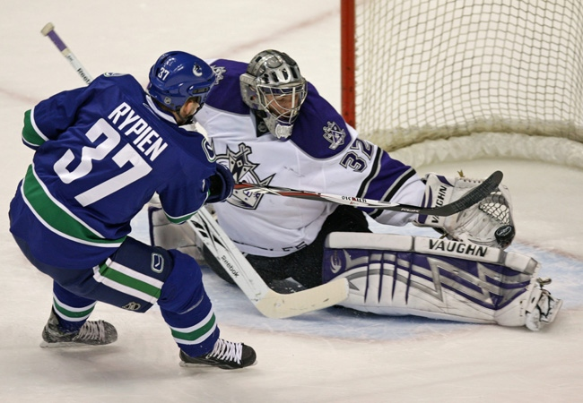 Luongo Makes 20 Saves In Win Over Kings Ctv News