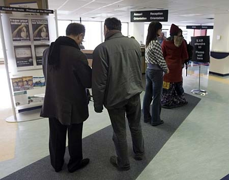 People line up at the Resource Canada offices in Montreal on Thursday, April 9, 2009. (THE CANADIAN PRESS/Ryan Remiorz)