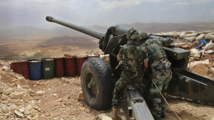 Lebanese army soldiers work on a 130mm howitzer cannon, pointed at areas controlled by Islamic State group militants near Arsal, in northeast Lebanon on June 19, 2016. (AP / Hussein Malla)