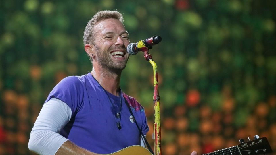 Singer Chris Martin, of Coldplay, performs at the FedEx Field on Sunday, Aug. 6, 2017, in Landover, Md. (Photo by Brent N. Clarke/Invision/AP)