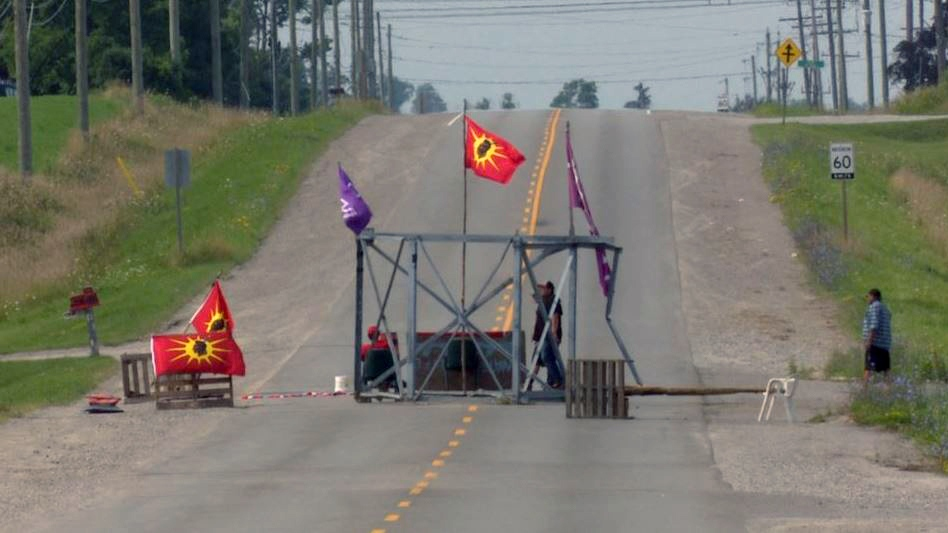 Demonstrators set up a blockade on Argyle Street south of Caledonia on Thursday, Aug. 10, 2017. (David Ritchie)