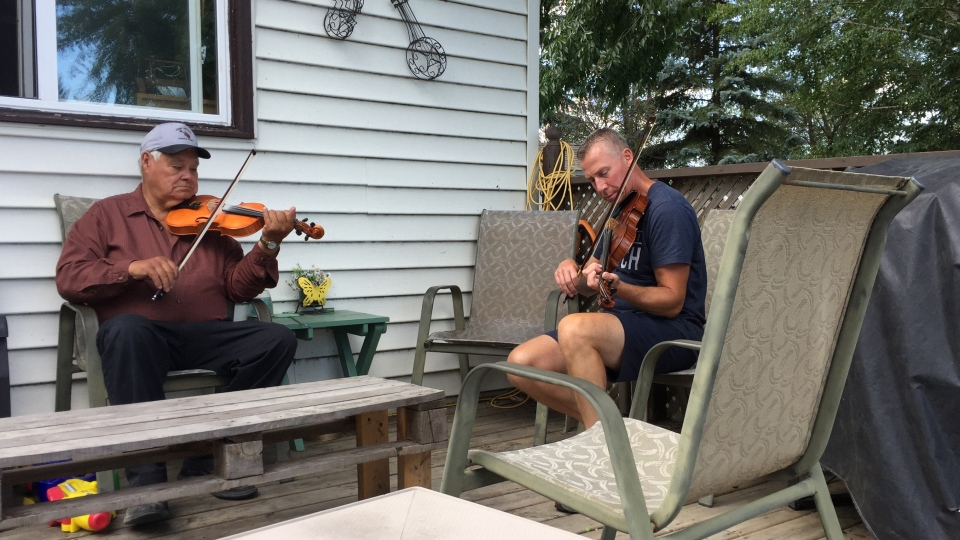 John Arcand (left) and Rodney Krip play at the 20th annual John Arcand Fiddle Festival (Mark Villani / CTV Saskatoon)