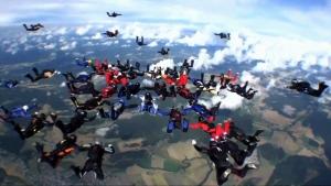 Skydivers break Norwegian record with complex jump