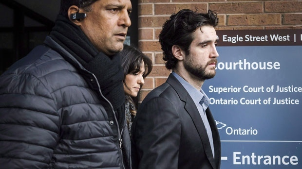 Marco Muzzo, right, leaves the Newmarket courthouse surrounded by family, on February 4, 2016. (Christopher Katsarov/The Canadian Press)