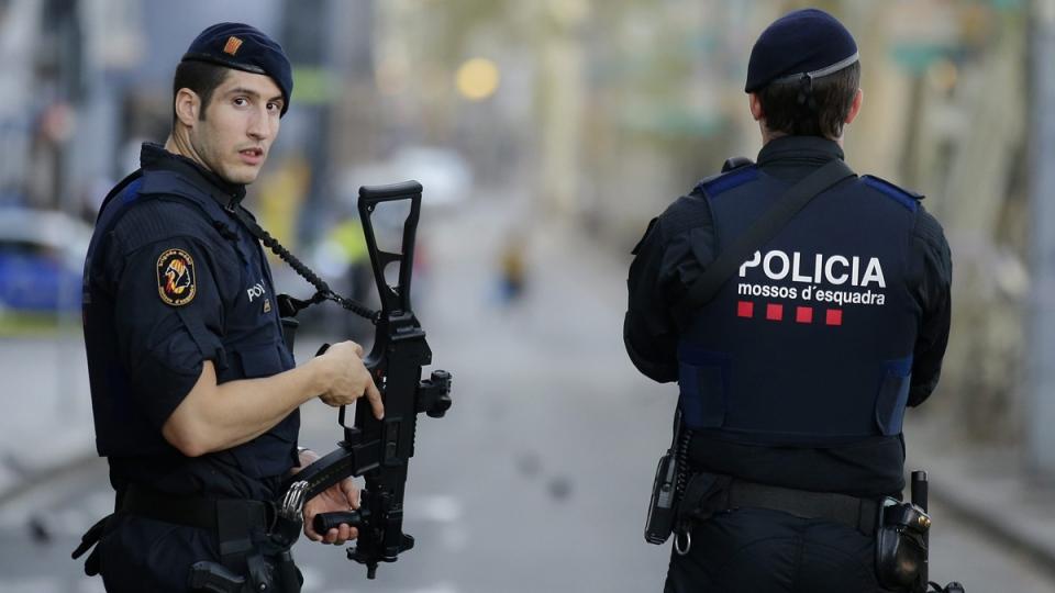 Armed police officers stand in Las Ramblas, Barcelona, Spain, on Aug. 18, 2017. (Manu Fernandez / AP)
