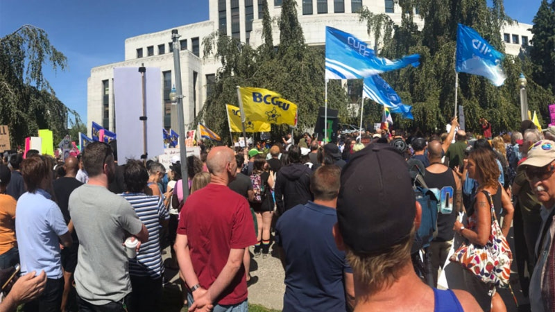 Anti-racist counter-protestors gather in advanced of a planned anti-Islam and anti-immigration rally at Vancouver's City Hall on Aug. 19, 2017. (CTV)