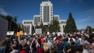 Thousands of people gather outside Vancouver City Hall as alt-right protesters and anti-racism protesters take part in rallies in Vancouver, B.C., on Saturday, August 19, 2017. (THE CANADIAN PRESS / Darryl Dyck)