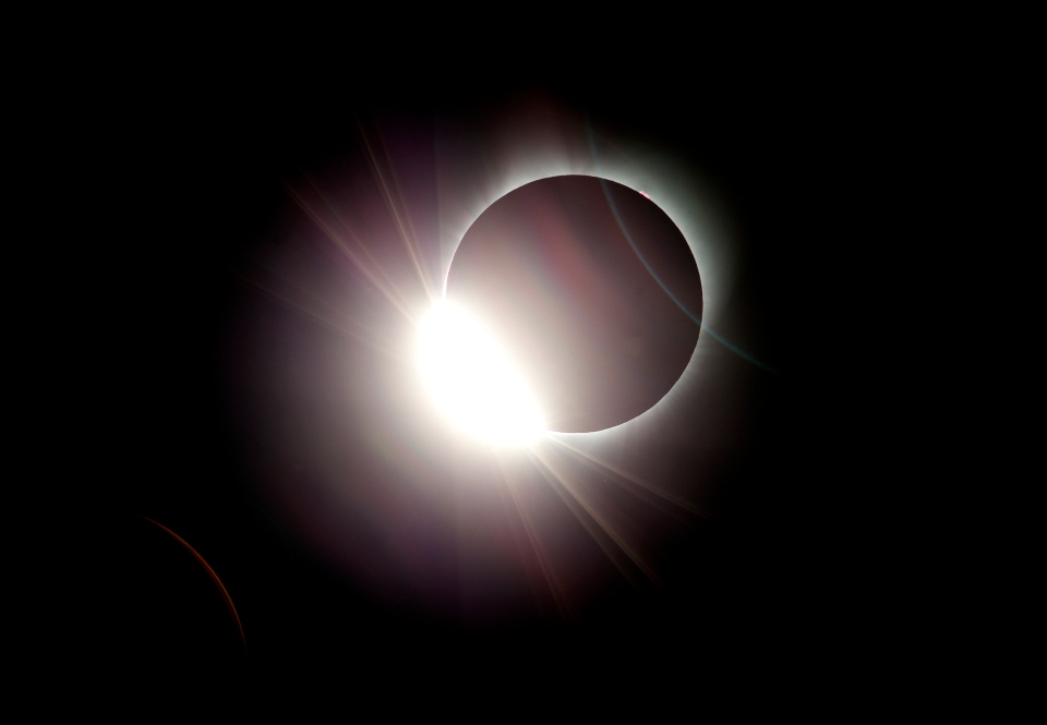 The moon almost totally eclipses the sun during a near total solar eclipse as seen from Salem, Ore., Monday, Aug. 21, 2017. (AP / Don Ryan)