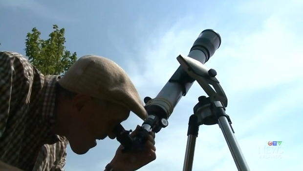 how to take solar eclipse photos