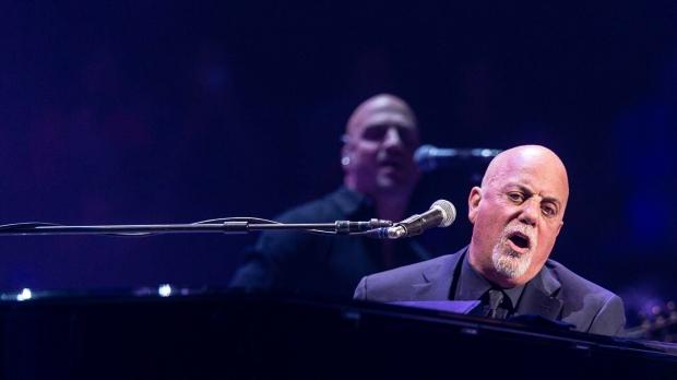 Billy Joel wears Star of David in silent protest