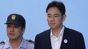 Samsung Electronics Co. Vice Chairman Lee Jae-yong, right, leaves after his verdict trial at the Seoul Central District Court Friday, Aug. 25, 2017 in Seoul, South Korea. (Chung Sung-Jun/Pool Photo via AP)