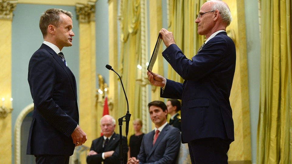 Seamus O'Regan is sworn in as minister of veterans affairs during a ceremony at Rideau Hall in Ottawa on Monday, Aug. 28, 2017. (Sean Kilpatrick / THE CANADIAN PRESS)