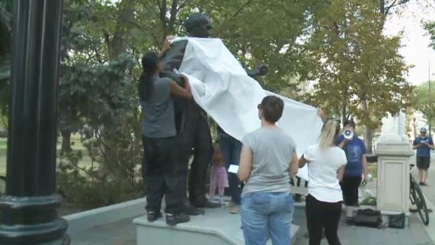 Regina statue