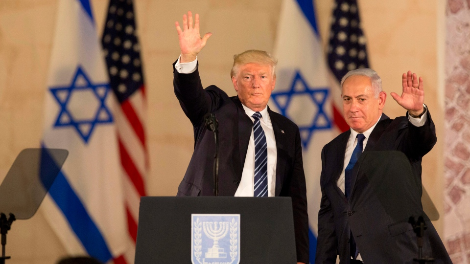 U.S. President Donald Trump and Israeli Prime Minister Benjamin Netanyahu wave at the Israel museum in Jerusalem ON May 23, 2017. (AP / Sebastian Scheiner, File)