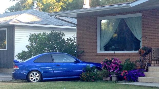 Car crashes into house in Regina