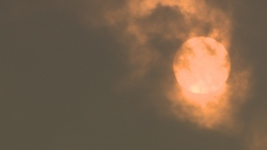 Wildfire smoke combined with clouds give the sun an ominous glow over Parksville this morning. Sept. 5, 2017. (Andrew Garland/CTV Vancouver Island)