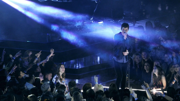 Shawn Mendes performs 'Mercy' at the iHeartRadio Music Awards on March 5, 2017. (Chris Pizzello / Invision / AP)