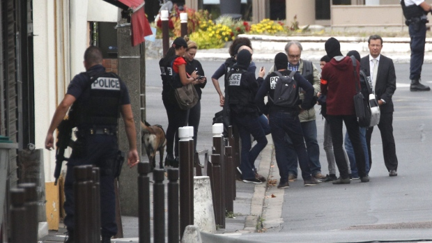 Ready-to-use home-made explosives found in Paris suburb