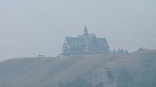 Wildfire threatening Waterton Lakes National Park continues to grow