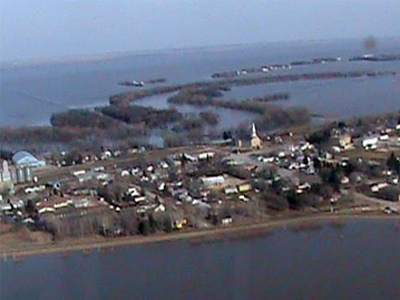 The town of St. Jean Baptiste, south of Winnipeg, sits surrounded by water on Friday, April 17, 2009. (Hubs Sabourin / MyNews.CTV.ca)