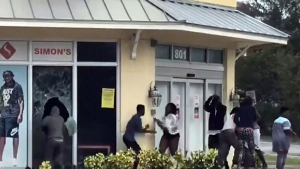 Hurricane Irma: Looters caught on camera stealing during storm