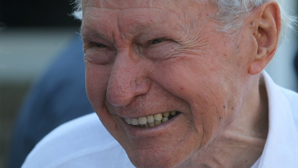 Liberal Allan Joseph MacEachen smiles during a BBQ at the Liberal annual summer caucus retreat in Baddeck, Nova Scotia on Monday, Aug. 30, 2010. (Mike Dembeck / THE CANADIAN PRESS)