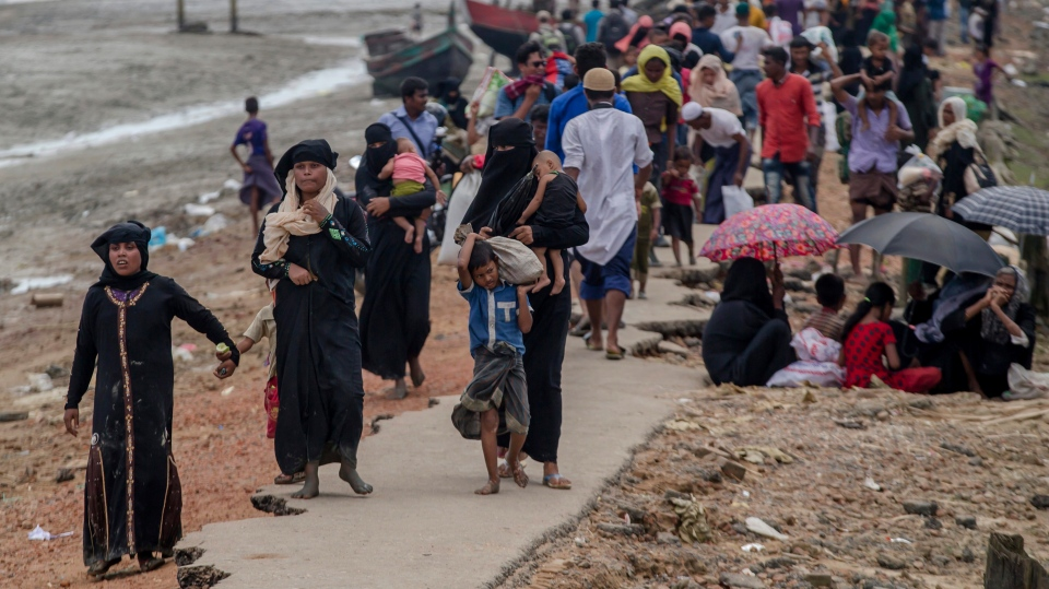 Rohingya Muslims, who crossed over from Myanmar into Bangladesh, walk towards the nearest refugee camp at Teknaf, Bangladesh, Saturday, Sept. 16, 2017. (AP / Dar Yasin)