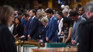 Prime Minister Justin Trudeau and fellow members take a moment of silence as they pay tribute to the late MP Arnold Chan in the House of Commons on Parliament Hill in Ottawa on Monday, Sept. 18, 2017. (Sean Kilpatrick/The Canadian Press)