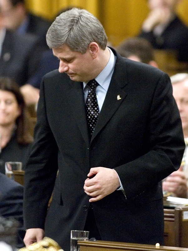Prime Minister Stephen Harper pays tribute to the three Canadian soldiers killed in Kandahar Province, Afghanistan, during question period in the House of Commons in Ottawa Wednesday/ June 20, 2007. (CP / Tom Hanson)