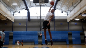 Emoni Bates, during basketball practice in Ypsilanti, Mich., Wednesday, July 12, 2017. (AP Photo/Paul Sancya)