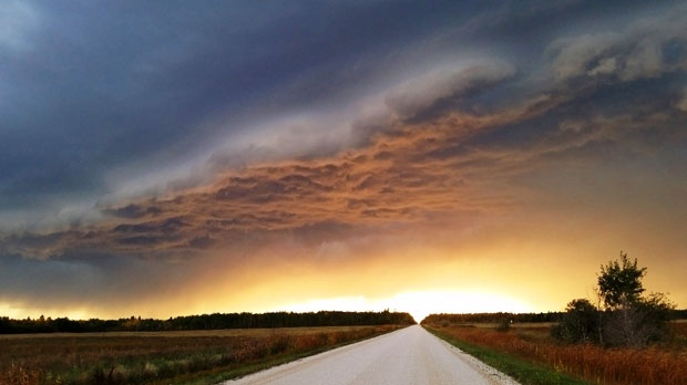 Storm clouds rumbling in at Riverton, Manitoba. Photo by Tammy Jonasson.