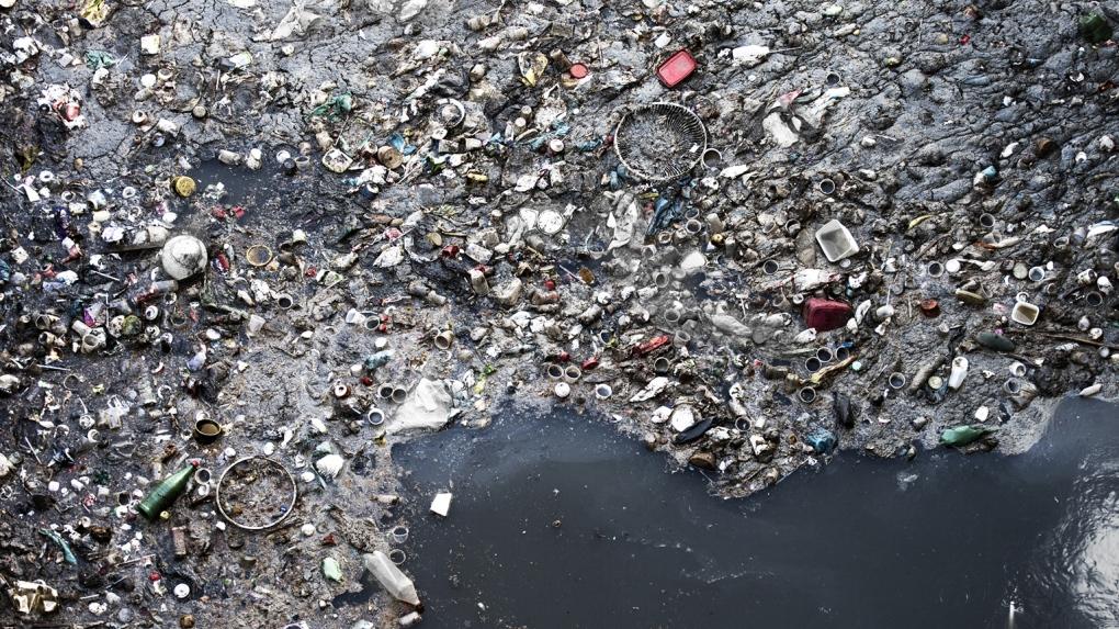 plastic trash in the Pacific Ocean