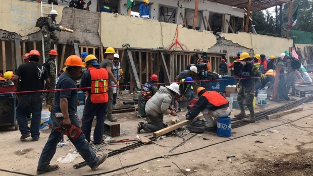 Search and rescue efforts continue at the Enrique Rebsamen school in Mexico City, Mexico, Thursday, Sept. 21, 2017. (AP / Rebecca Blackwell)