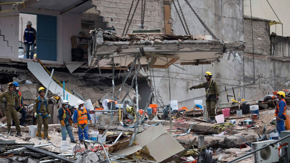 In Mexico City, hopes of finding quake survivors dwindle